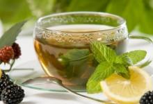 Зелениот и чајот од камилица се користат за отоци на очите